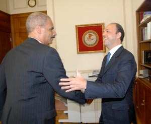 Angelino Alfano, Eric Holder